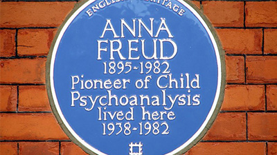 A blue plaque commemorating Anna Freud